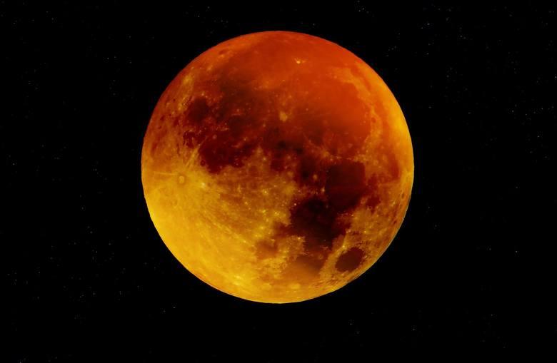 Zjawiskowa pełnia: Kiedy i o której zobaczymy Truskawkowy Księżyc?