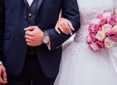 Ile dać w kopercie na wesele? Obowiązujące stawki | Papilot