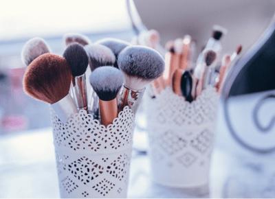 Jak dbać o PĘDZLE DO MAKIJAŻU? Jak robić mycie pędzli do makijażu? |