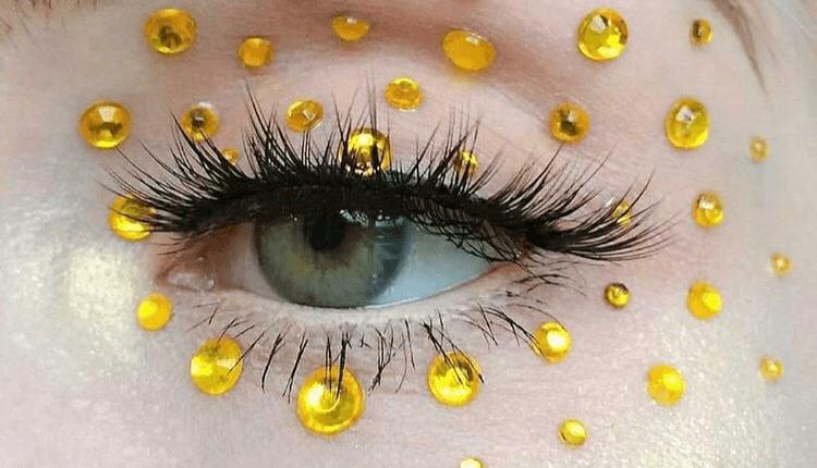 Make- up Artist