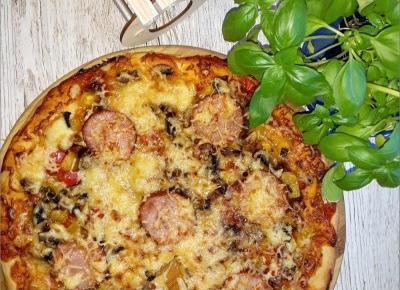 Weekendowa pizza – przepis na domową pizze | Słodkie okruszki