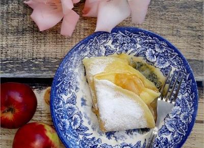 Naleśniki z plasterkami karmelizowanych jabłek | Słodkie okruszki