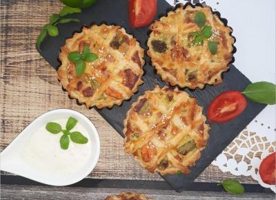 Mini tarty z warzywami i kiełbasą żywiecką | Słodkie okruszki