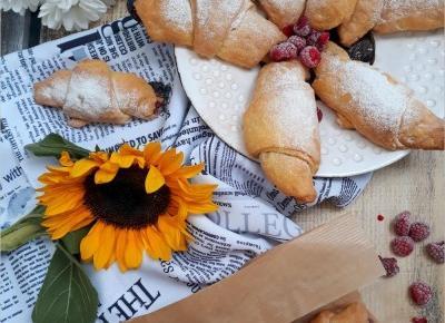Rogaliki serowe z malinami | Słodkie okruszki