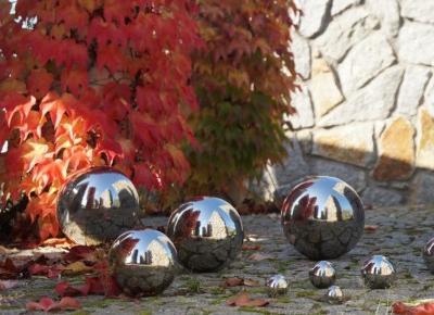 Piękne metalowe kule srebrne w lustrzanym wykończeniu