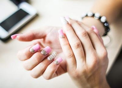 Jak zrobić paznokcie żelowe? Paznokcie żelowe krok po kroku