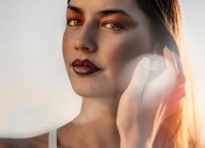 Jesteś fanką mocnych ust czy oczu? A może lubisz całościowy mocny makijaż?
