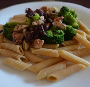 Makaron z kurczakiem, brokułami i fasolą czerwoną!
