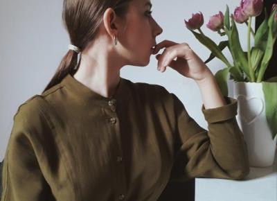 Sukienka z miękkiej tkaniny wiązana w pasie  | Minimalistycznie o świecie