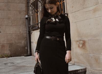 Czarna ołówkowa spódnica