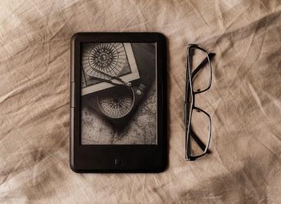 Korzyści płynące z posiadania czytnika e-booków | Czytam, polecam...