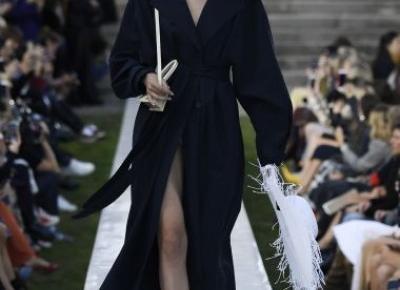Simon Porte Jacquemus – piękny pokaz podczas Paris Fashion Week (dużo zdjęć!) – Pełna Coolturka