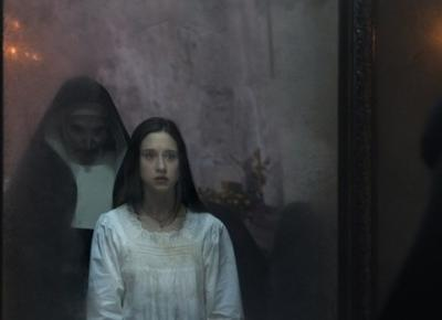 """Jednych przeraża, innych śmieszy. Najbardziej wyczekiwany horror roku """"Zakonnica"""" (Recenzja) – Pełna Coolturka"""