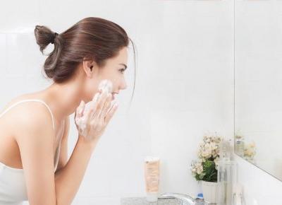 7 Sposobów Jak poradzić sobie z suchymi skórkami?