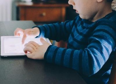 Jaki wpływ mają na nasze dzieci urządzenia elektroniczne ?