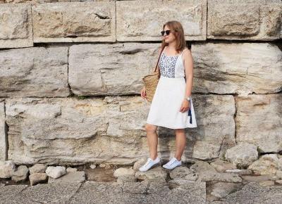 Sukienka w greckim stylu w centrum Nessebaru | Ostatni powiew lata z Domodi | Testacja