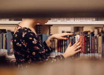 Czy współczesne bestsellery książkowe powinny wejść w skład lektur szkolnych?