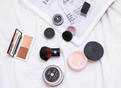 Czy kosmetyki mineralne są idealnym rozwiązaniem na lato? | TINAHA | BLOG O URODZIE, STYLU I ZAKUPACH