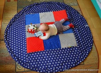 Podróże Dwóch Włóczykijów ~ Two Gadabouts' Journeys: Okrągła mata do zabawy dla dzieci i worek na zabawki 2w1 przydatna także w podróży - recenzja