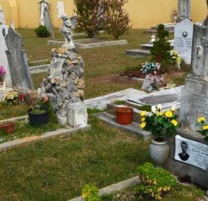 Podróże Dwóch Włóczykijów  ~  Two Gadabouts' Journeys: Piękny stary cmentarz w centrum miasta Caorle we Włoszech [Beautiful old cemetery in the center of Caorle in Italy]