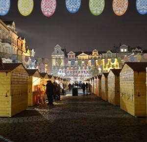 Podróże Dwóch Włóczykijów ~ Two Gadabouts' Journeys: Starówka w Poznaniu w trakcie trwania wielkanocnego jarmarku w 2016 roku [Old town in Poznan (Poland) during the Easter fair in 2016]