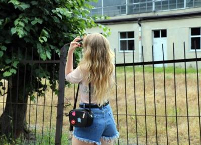 twinslife.pl: see-through shirt & denim shorts