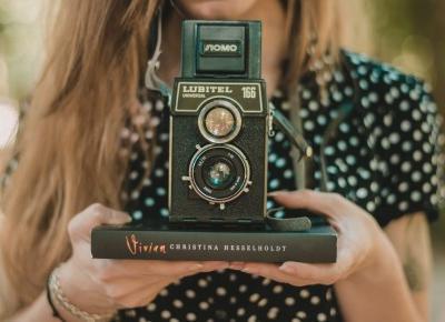 UNCARO: BOOKS | Christina Hasselholdt - Vivian