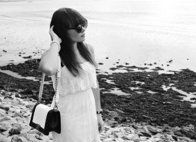 Valentine Marie Rose: Black beach