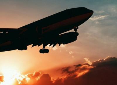 Podróżujesz w te wakacje samolotem? Sprawdź to!