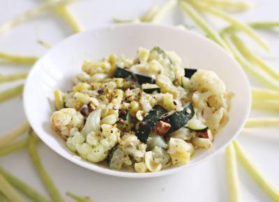 Niskokaloryczny fit makaron z sezonowymi warzywami