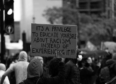 O rasizmie wobec białych się nie mówi, dlaczego demonstracje nie zmienią świata