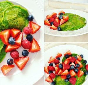 Szpinakowe pancakes z owocami | Wife with Knife