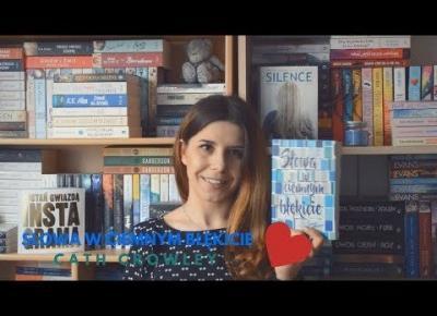 Między kartkami książek mieszka miłość | Słowa w ciemnym błękicie CATH CROWLEY