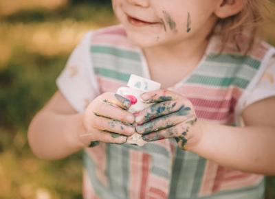 Farby jadalne domowej roboty do malowania palcami DIY. Prosta zabawa z dzieckiem. - Zlota7
