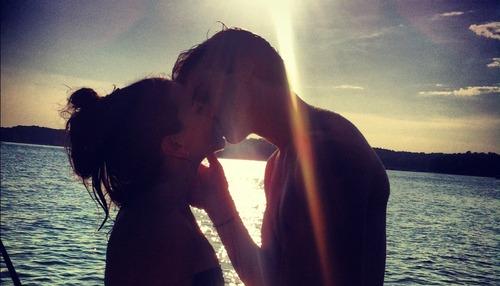 5 powodów, dla których nie warto angażować się w wakacyjne romanse