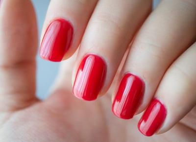 Kobieta mówi: Klasyk pośród czerwieni, czyli kolejny manicure od Słowianki